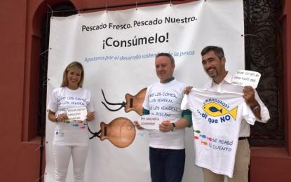 Más de un millar de personas participan en la campaña de concienciación sobre pesca y consumo de inmaduros en Málaga