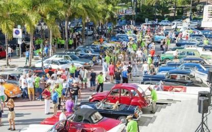 El Puerto Deportivo de Fuengirola acoge hasta hoy domingo una exposición de coches antiguos anteriores a 1950