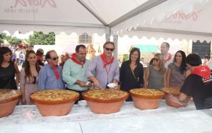 Las Sopas Perotas ponen la fiesta y el sabor en el municipio malagueño de Álora reparte más de 7000 raciones de sopas en el XII Día de las Sopas Perotas