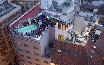 Málaga prepara ya sus terrazas para dar la bienvenida al Verano
