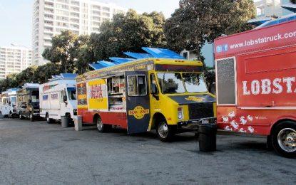 Los food trucks echan a rodar en Torremolinos con cinco restaurantes sobre ruedas en el paseo marítimo de Playamar