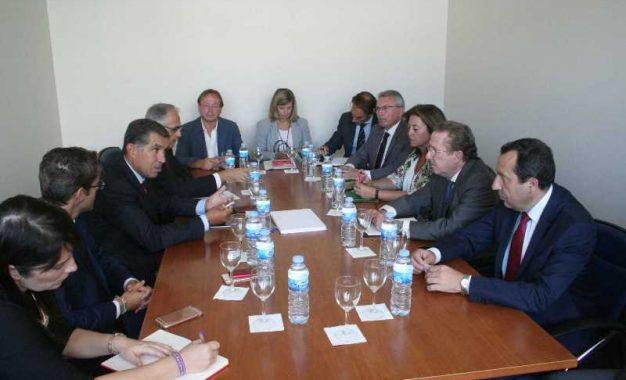 De Llera aúna esfuerzos con TSJA y operadores jurídicos para poner en marcha la nueva Oficina Judicial en Vélez-Málaga