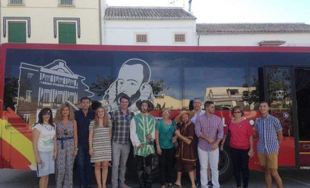 La Junta recuerda a Miguel de Cervantes en el IV Centenario de su muerte con un Teatro Bus itinerante