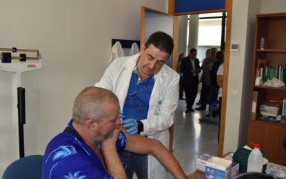 La Junta inicia la campaña de vacunación en Málaga con la adquisición de 216.000 dosis para evitar complicaciones a la población de riesgo