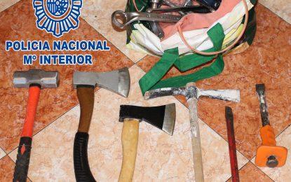 La Policía Nacional desarticula una banda de aluniceros especializada en sustraer máquinas de tabaco