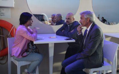 Entrevistamos a Imanol Arias y Lucas Figueroa que nos ofrecen un adelanto de su próximo estreno bajo el título 'Despido procedente'