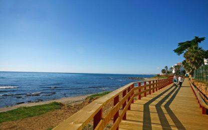 La Mancomunidad de Municipios de la Costa del Sol Occidental, destinará once barcos a mantener la calidad del agua de las playas