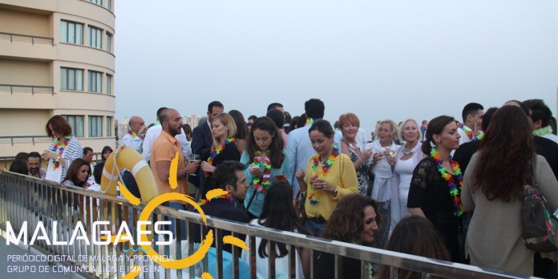 Especial Fotográfico Apertura Piscina Lounge Del Hotel